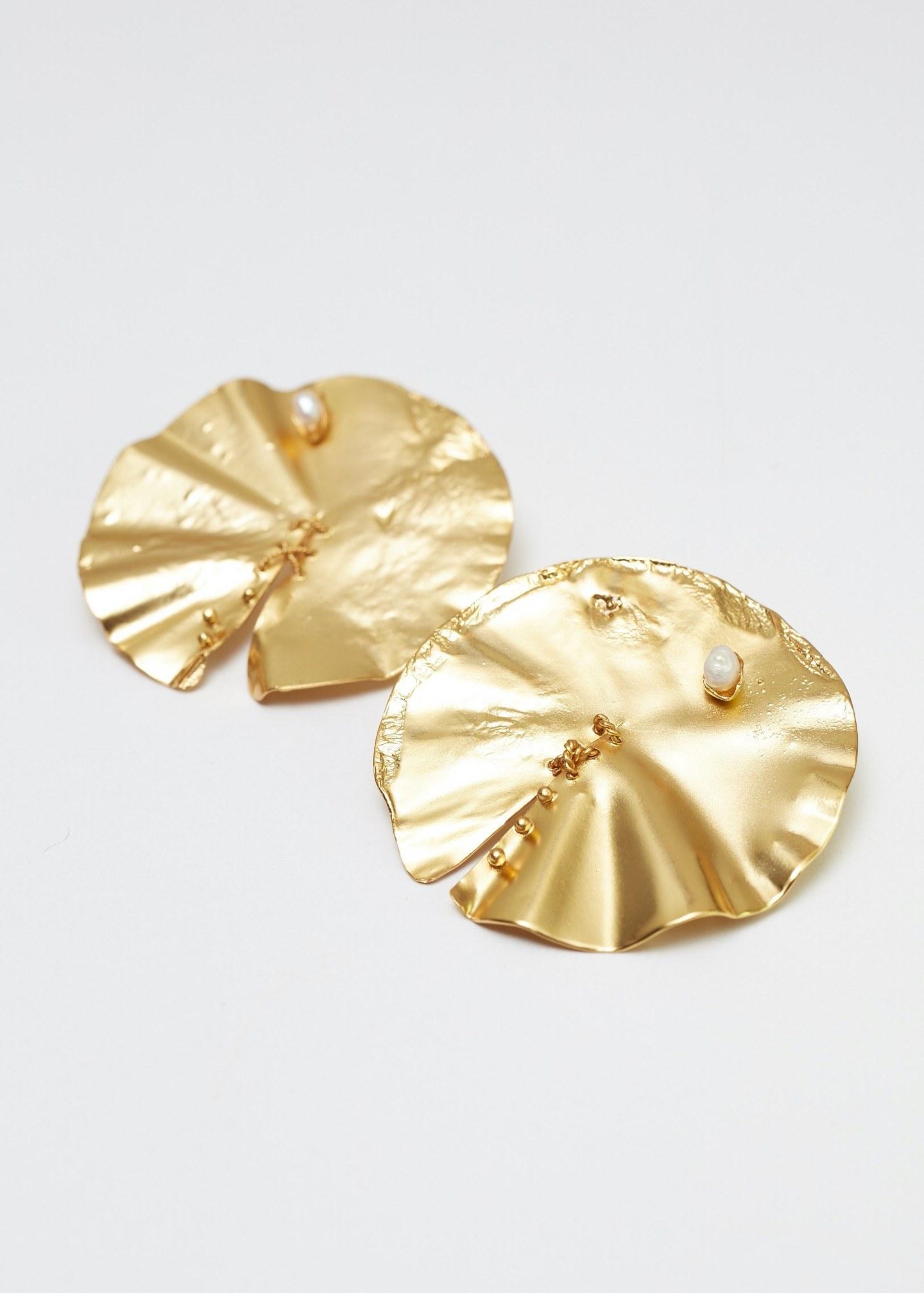 Aretes nacimiento dorados